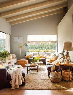Pano333-334. salon con sofa esquinero cortina tipo estor y cestos decorativos