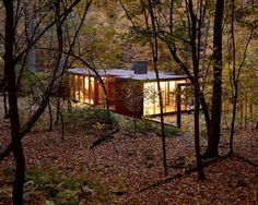 On the eastern slopes of the Hudson River Valley, this guesthouse was designed by Allied Works Architecture for the family of an art collector in Dutchess County, New York.