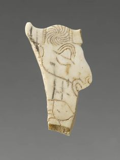 Contour découpé en forme de tête de bison - Suse  | Site officiel du musée du Louvre
