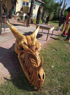 Dragon Skull 9 foot chainsaw carving I wonder how long this took to do. Tree Carving, Wood Carving Art, Wood Art, Wood Carvings, Dragons, Art Carved, Wood Creations, Dragon Art, Wood Sculpture