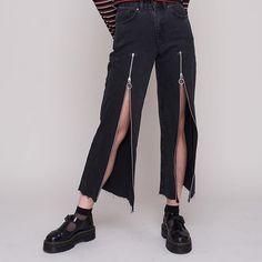 Джинсы брюки молния Lift the lid on the Exposure Jean. Wide leg skater fit jean with functional zips Denim Fashion, Girl Fashion, Fashion Looks, Fashion Outfits, Womens Fashion, Fashion Design, Custom Clothes, Diy Clothes, Mode Kawaii