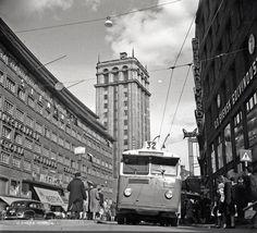 Trådbuss på Kungsgatan med Kungstornen i bakgrunden | Spårvägsmuseet