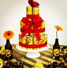 bolo-de-latinha-de-cerveja artesanato com latinha de cerveja Party Hacks, Love Cake, House Party, Birthday Decorations, Holiday Parties, Open House, Party Themes, Diy And Crafts, Festivus