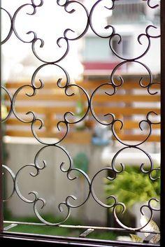 Home Window Grill Design, Grill Door Design, Iron Gates, Iron Doors, Window Bars, Wooden Main Door Design, Stone Mosaic Tile, Metal Screen, Vintage Tile