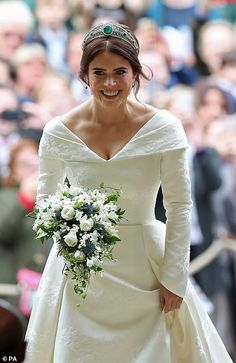 Princess Eugenie Photos - Princess Eugenie arrives for her wedding to Jack Brooksbank at St George's Chapel in Windsor Castle on October 2018 in Windsor, England. - Princess Eugenie Of York Marries Mr. Royal Wedding Gowns, Wedding Tiaras, Royal Weddings, Princess Wedding, Kate Wedding Dress, Princess Beatrice Wedding, Royal Wedding Harry, Kate Middleton Wedding Dress, Meghan Markle Wedding Dress