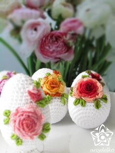 crochet egg, roses