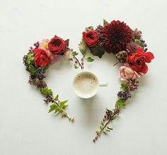 Coffee Flower, Flower Tea, I Love Coffee, Coffee Art, Coffee Time, Sweet Coffee, Coffee Club, Tea Time, Flower Crown Hairstyle