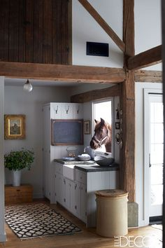 This stunningly elegant and rustic kitchen with exposed beams, designed by James Huniford as seen in Elle Decor, is the stuff country-home fantasies are made of. Farmhouse Style Kitchen, Rustic Kitchen, Kitchen Ideas, Kitchen Small, Rustic Farmhouse, Farmhouse Small, Space Kitchen, Rustic Office, Rustic Bench