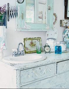 ❤°(¯`★´¯)Shabby Chic(¯`★´¯)°❤.Decorating a Simply Shabby Chic Bathroom - French Country Style Decor, Shabby Chic Dresser, Shabby, Shabby Chic Bathroom, Chic Decor, Chic Bathrooms, Shabby Chic Bathroom Decor, Romantic Shabby Chic, Shabby Cottage