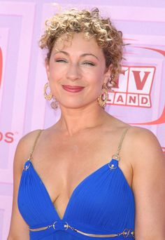 Actress Alex Kingston looks stunning in this vivid blue gown. Doctor Who 2005, Eleventh Doctor, Dr Who Companions, Alex Kingston, David Tennant Doctor Who, Steven Moffat, Christopher Eccleston, Rory Williams, Donna Noble