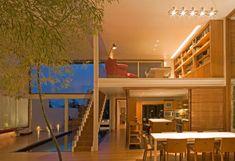 Thiago Bernardes e Paulo e Bernardo Jacobsen comandam o escritório premiadíssimo Bernardes + Jacobsen Arquitetura .  O trio divide seu tem...