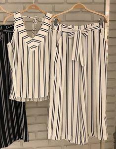 Ideas sewing shorts for women plus size Women's Plus Size Shorts, Plus Size Blouses, Short Frocks, Looks Plus Size, Blouse Models, Indian Designer Outfits, Plus Size Fashion For Women, Fashion Sewing, Blouse Designs
