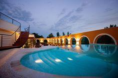 #Exterior #Hotel #Piscina #Terraza #contemporaneo #contract via @planreforma #muebles de exterior #barandillas #iluminacion #peldaños #baldosas #maderadiseñado por estudioitales - Decorador
