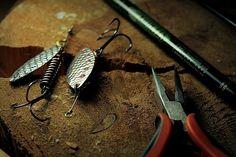 Kaszubka Salmon Long - jej nienaganna praca jest nieznacznie wyczuwalna na kiju. Doskonale sprawdza się podczas obławiania wlewów, bystrzy i innych, standardowych dla srebrniaków miejsc. Doskonała na lato i jesień. Długość skrzydełka - 5 cm. #wędkarstwo #przynęty #handmade #rękodzieło #obrotówka #błystka