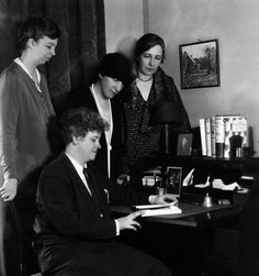 https://flic.kr/p/dYB3oU | 63-488 | Eleanor Roosevelt with Nancy Cook, Caroline O'Day, and Marion Dickerman at the Democratic State Committee Headquarters in New York, 1929. These were three of the four principal publishers of the Women's Democratic News publication.