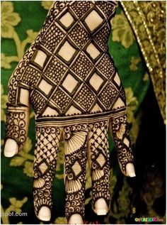 Top 10 Black Mehndi Designs | FunGur.com