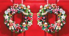 Si vas a decorar la puerta de tu casa en Navidad, te compartimos unas bonitas ideas para que hagas coronas navideñas. ¡Es uno de los adornos más clásicos!