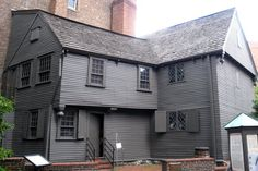 The Paul Revere House is a Historic Home in Boston. Plan your road trip to The Paul Revere House in MA with Roadtrippers. Paul Revere, Downtown Boston, In Boston, Saltbox Houses, Old Houses, Farmhouse Architecture, Historic Architecture, Boston Things To Do, Historical Landmarks
