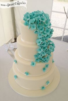 Blue Hydrangea Wedding Cake - maybe some brown? or maybe place cake on wooden stump with tea lights surrounding it? White Wedding Cakes, Elegant Wedding Cakes, Beautiful Wedding Cakes, Wedding Cake Designs, Wedding Desserts, Beautiful Cakes, Trendy Wedding, Buttercream Wedding Cake, Buttercream Flowers
