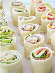 Smakocie i Łakołyki: Roladki z tortilli z trzema nadzieniami Mini Appetizers, Appetizer Recipes, Healthy Snacks, Healthy Recipes, Good Food, Yummy Food, Food Platters, Tortilla, Food Presentation