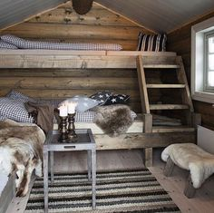 Cosy country cabin rooms - Would make a nice bunk house Cozy Cabin, Cozy House, Cabin Loft, Cabin Chic, Guest Cabin, Bunk Rooms, Rustic Cabin Decor, Small Cabin Decor, Rustic Loft