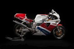Yamaha FZR750 OWO1