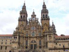 La catedral de Sevilla fue construida en el lugar donde se encontraba la Gran Mezquita de la ciudad.  Es el edificio gótico más grande del momento.