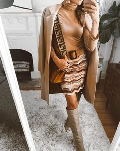 70's inspired fall outfit idea #70sstyle #fallootd #falloutfitideas 70s Fashion, Spring Fashion, Winter Fashion, Trendy Outfits, Winter Outfits, Summer Outfits, 70s Mode, Bohemian Style, Fashion Forward
