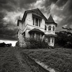 Haunted! Fun look at the world of Ghosts in America. Haunted Houses, Haunted Places, Ghost Towns and Paranormal Sites