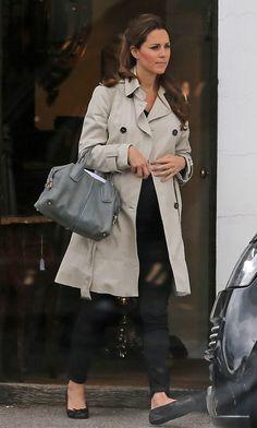 Kate em sua última aparição pública: Duquesa visitou uma loja de antiguidades em Londres no sábado (20) (Foto: AKM)