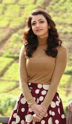 kajal boobalicioushi so very nice 😘😚😘😚😘😚 🍸🍸🍸🍸🍸🍸 Happy New Year Beautiful Girl Indian, Most Beautiful Indian Actress, Beautiful Bollywood Actress, Beautiful Actresses, Fashion Week, Men's Fashion, Kajal Agarwal Saree, Tamil Actress Photos, Fashion Designer