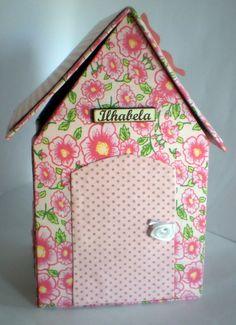 Casinha Porta Coisas confeccionada à Mão em tecido e papelão. Pode ser personalizada com plaquinha e tecido a escolha. R$ 35,00