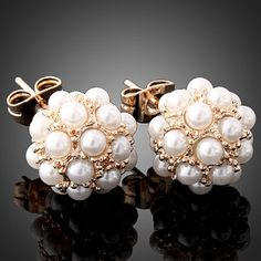 I don't really like pearls, but these pearl cluster studs are cute. Pearl Jewelry, Jewelry Box, Jewelry Accessories, Fashion Accessories, Jewlery, Bridal Jewelry, Punk Jewelry, Bridal Accessories, How To Have Style