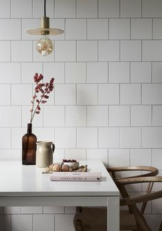 The Classiest Minimalist Dining Room Trends Kitchen Dining, Kitchen Decor, Dining Rooms, Kitchen Ideas, House Ideas, Minimalist Kitchen, Kitchen Styling, Cozy House, Kitchen Interior