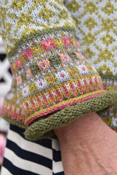 Crochet afghans 678706606330873774 - blattmuster stricken fair isle Bildergebnis für blattmuster stricken fair isle sweaters Source by Fair Isle Knitting Patterns, Knitting Charts, Knitting Designs, Knitting Stitches, Knitting Yarn, Knitting Projects, Baby Knitting, Crochet Patterns, Knitting Sweaters