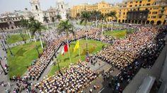 La Plaza de Armas lució alborotada de cajoneros.