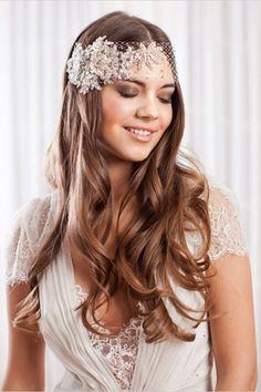 Loose Waves: Capture the attention of everyone in the room with this shimmering net headwrap.