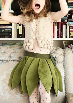 Have to remember this: next costume party will surely come. :) via Mokkasin Tree Costume, Dress Up Costumes, Baby Costumes, Cosplay Costumes, Fashion Kids, Diy Fashion, Leaf Skirt, Green Tutu, Fairy Skirt