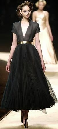 This black long dress is adorable i like this outfit | Fashion World