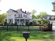 Traditional Southern home- Love it- now add a couple horses to the front yard and I'm home!
