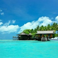 derawan island the most beautiful place on kalimantan, borneo indonesia Beaches In The World, Paradise Island, Most Visited, Heaven On Earth, Ubud, Maldives, Land Scape, Places To Go, Beautiful Places