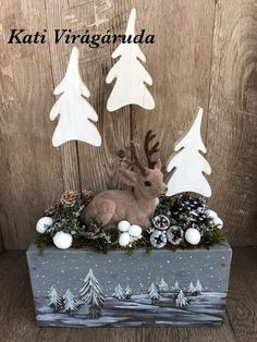 These Christmas window wall decor are adorable Christmas Arrangements, Christmas Centerpieces, Xmas Decorations, Rustic Christmas, Christmas Holidays, Christmas Wreaths, Christmas Ornaments, Christmas Projects, Holiday Crafts