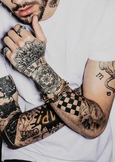 ❝He said he was scared of commitment but he had tattoos all over his skin. Zyn Malik, Zayn Malik Style, Zayn Malik Photos, Bull Tattoos, Tribal Arm Tattoos, Body Art Tattoos, Tatoos, Hand Tattoos, Zayn Malik Tattoos