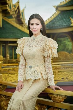 Thai Traditional Dress, Traditional Fashion, Traditional Outfits, Thai Wedding Dress, Khmer Wedding, Wedding Dresses, Blouse Dress, Lace Dress, Thailand National Costume