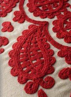 HUNGARIAN EMBROIDERY PATTERN embroidery Chain Stitch Embroidery, Learn Embroidery, Embroidery For Beginners, Embroidery Techniques, Embroidery Stitches, Embroidery Patterns, Hand Embroidery, Stitch Head, Paisley