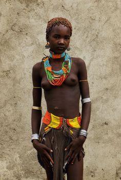 Africa | Portrait of a Hamer girl. Ethiopia | © Thomas Miller.