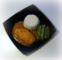 Thermomix Chicken Katsu4 skinless  chicken breasts  1 large  egg , beaten  8 tablespoons finely crushed cornflakes or panko crumbs  FOR THE SAUCE  2 garlic cloves, crushed  1-2 tablespoons Korma paste  1 tablespoons soy sauce  4 tablespoons ketchup  2 tablespoons honey  2 tablespoons cornflour