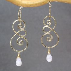 Metal Jewelry Hammered swirl earrings with choice of gemstone Nouveau 211 - Hammered swirl earrings with choice of gemstone, about long. Available in gold filled Wire Jewelry Making, Metal Jewelry, Diy Jewelry, Beaded Jewelry, Jewelery, Silver Jewelry, Jewelry Design, Silver Ring, Handmade Wire Jewelry