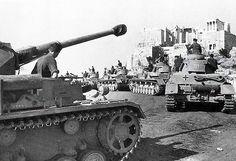 A column of Panzer IV tanks in Greece forming under the Acropolis, Apr Panzer Iv, German Soldiers Ww2, German Army, Berlin, Rivers And Roads, Operation Barbarossa, Premier Ministre, Finance, Unsung Hero