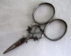 ANTIQUE VICTORIAN STEEL FIGURAL SEWING EMBROIDERY SCISSORS - IVY LEAF - c1880